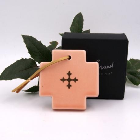 Croix carrée Sirop de pêche et Or